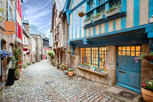 Foto Street view at the famous Dinan town in Brittany region in France