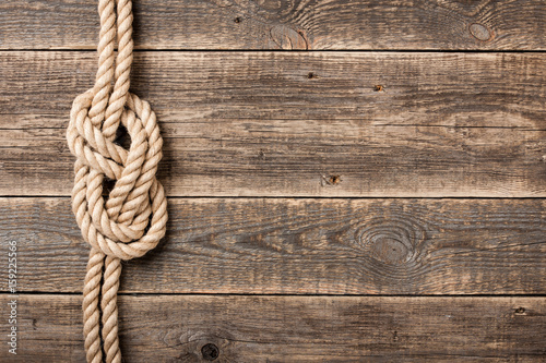 Photographie  Rope knot on wooden board