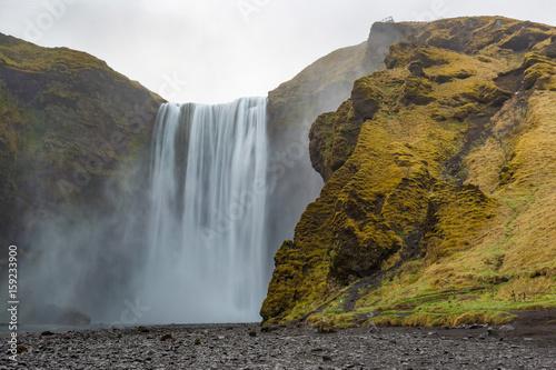 Fotobehang Natuur Park Skogafoss waterfall on Skoga River in South Iceland