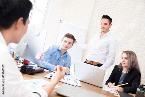 Fototapety, obrazy: Business people discussing work in the office