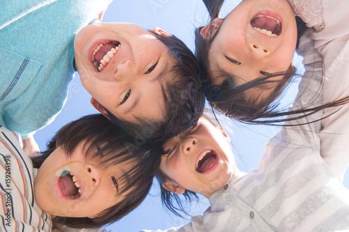 Fototapeta 円陣を組む小学生