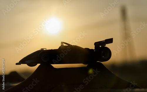 Zdjęcie XXL Historyczny jeden-seater z zmierzchem w tle
