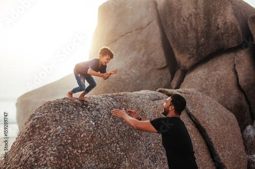 Fotografía  Father and son having fun on summer holidays