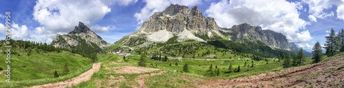 Fotografía Amazing panoramic view of italian alps in summer season