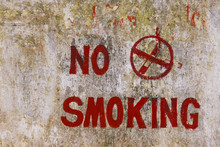 Alte Wand - No Smoking