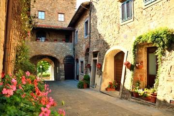 Fototapeta Toskania affascinante borgo toscano di origini medievali di San Donato in Poggio in provincia di Firenze, Italia