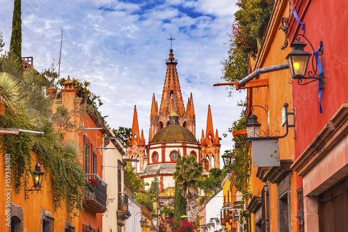 Fototapeta premium Aldama Street Parroquia Archangel Church San Miguel de Allende Meksyk