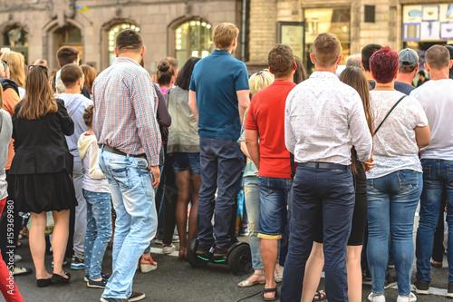 Plakat Tłum ludzi obserwujących wydarzenie