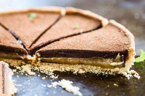 Fotografia Salted Caramel and Chocolate Tart