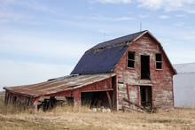 Old Red Barn. Abandoned Early ...