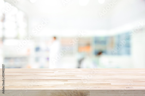 Photo sur Toile Pharmacie Empty wood counter top on blur pharmacy background