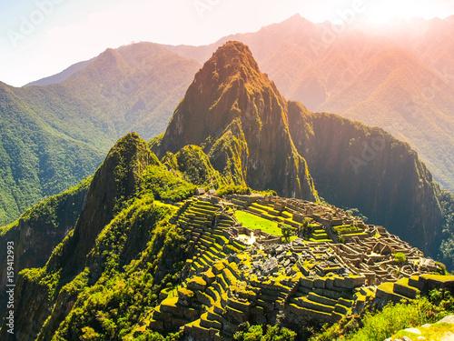 Photo Ancient Inca City of Machu Picchu illuminated by sun
