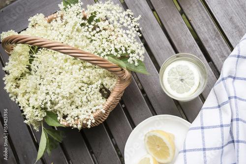 Printed kitchen splashbacks Dairy products czarny bez- kwiaty i sok