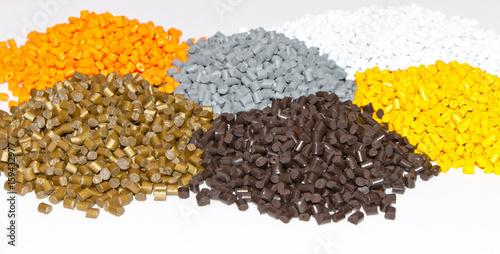 Fotografía  Plastic pellets on the table in the laboratory