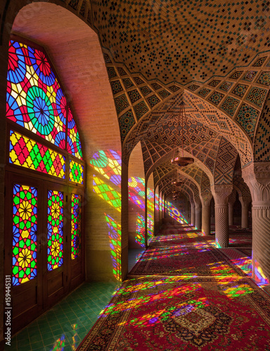 Photo  Nasir-ol-molk Colorful Mosque with Stained Glass Windows and Persian Carpets in