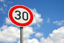 30 Zone, Schild, Verkehrsschild, Verkehrsberuhigung, Achtung, Kinder, Geschwindigkeit, Gefahr, Radarfalle, Höchstgeschwindigkeit, Tempo 30, Tempolimit, Straßenverkehr, Höchstgeschwindigkeit