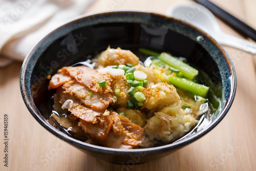 Valokuva  wonton soup with roast pork