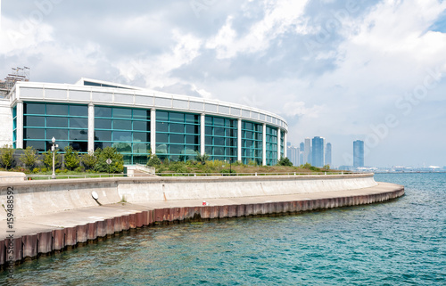 Chicagos Shedd Aquarium with Lake Michigan and skyline, USA Canvas Print