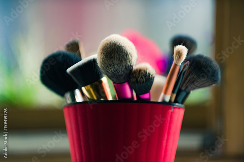 Cuadros en Lienzo brush for fashionable makeup or cosmetic in pink cup