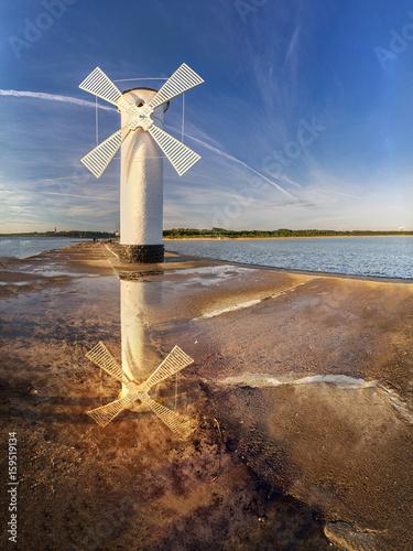 Montage in der Fensternische Leuchtturm Windmill over the sea