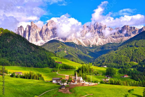Photo  Colors of Dolomites Funes view of the valley, Puez-Odle Santa Magdalena  Unesco