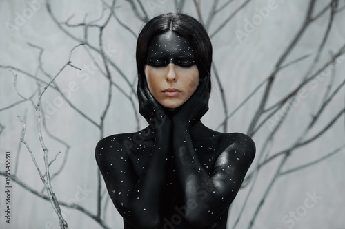 Photo  Mysterious woman portrait with branches background