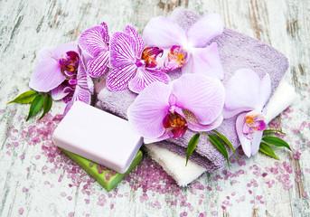 Obraz na płótnie Canvas Handmade soap and purple orchids