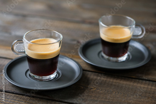 Photo  Two cups of espresso on a wooden table