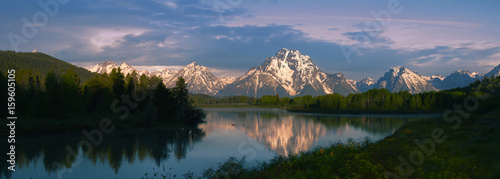 Photo Stands Black Grand Tetons at sunrise