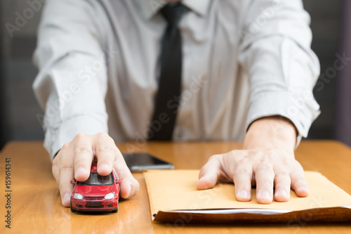 Zdjęcie XXL Składanie wniosku o kredyt samochodowy