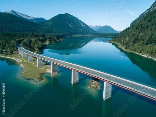Papiers peints Montagne Aerial photograph of a bridge at lake Sylvenstein with mountain reflection