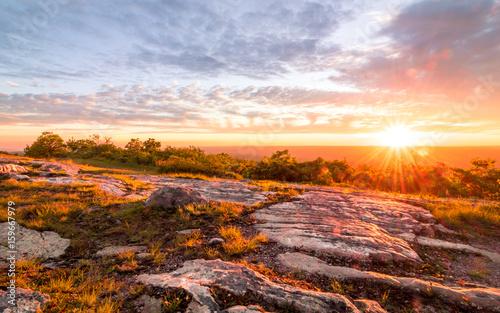 Fotografía  Sunset over rocky granite mountain