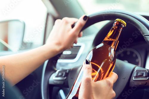 Valokuva  Dangerous female driver