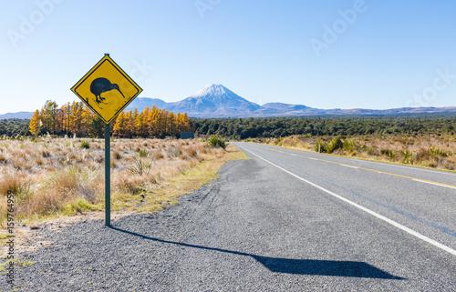 Photo sur Aluminium Océanie Kiwi Crossing Schild am Mount Tongariro