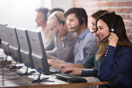 Fotomural Female Customer Services Agent In Call Center