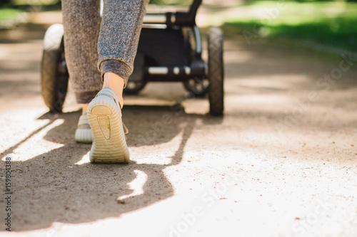 Fotografia, Obraz  Young mother exercises in a park