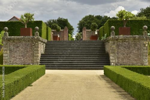 L\'escalier rustique en pierres bleues au jardin à la ...