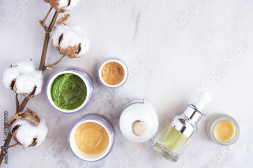 Fotografía  Natural skincare cosmetic products on white marble table from above