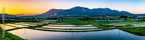 阿蘇山と田園の夕景 Wallpaper Mural
