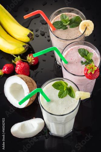 Foto op Aluminium Milkshake Milk shakes with fruit