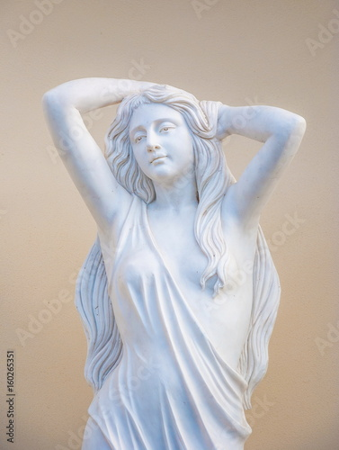 Allegorical garden sculpture depicts a beautiful young woman Slika na platnu