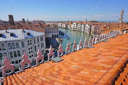 Papiers peints Orange eclat Landscape view over the red roofs of Venice, Italy seen from the Fondaco dei Tedeschi