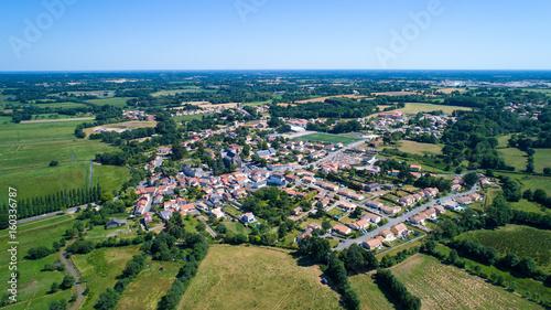 Plakat Powietrzna fotografia wioska Rouans w Loire Atlantique