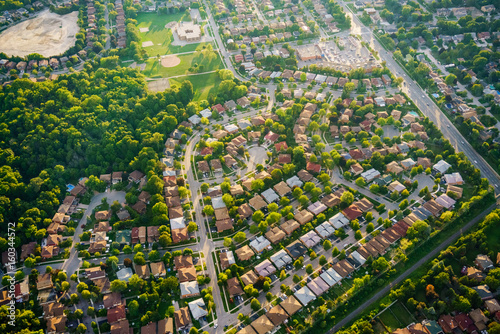 Fotomural Aerial view of houses in residential suburb, Toronto, Ontario, Canada