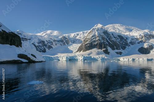 Papiers peints Arctique Paradise Harbor - Most beautiful bay in Antarctica