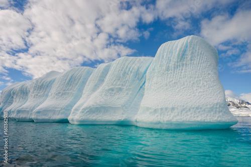 Photo sur Toile Antarctique Blue shimmering beautiful iceberg in Antarctica