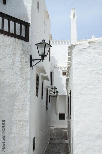 Fototapety, obrazy: Callejón con encanto de Binibeca, pueblo de pescadores de la isla de Menorca