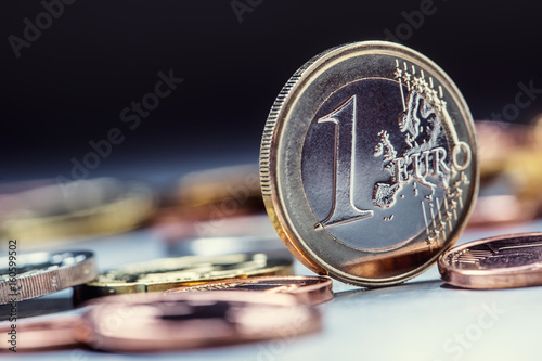 Fotomural One euro coin on the edge
