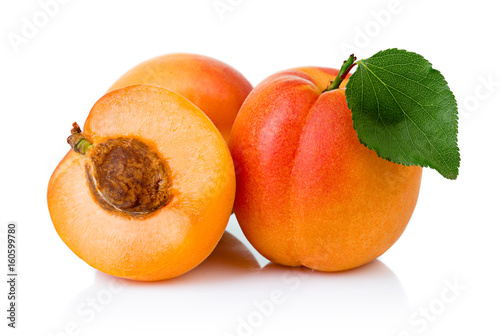 Ripe apricot fruits with with green leaf and slice isolated Fototapet