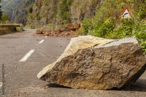 Fotografie, Tablou  Straßenschaden - Steinschlag